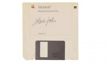 Steve Jobs Autogramm auf Diskette für $84.000 verkauft