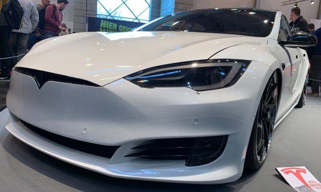 Neuerungen in Tesla Softwareupdate enthüllt