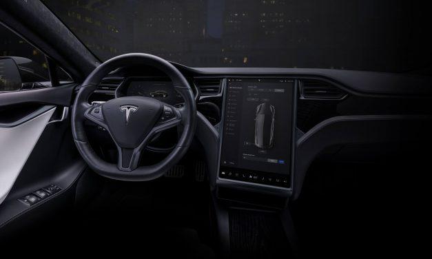 Tesla Lenkrad mit Touchscreens